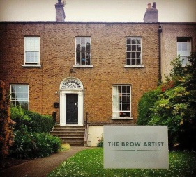 Brow artist exterior